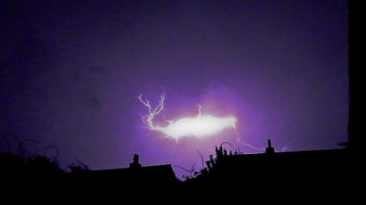 Cel mai misterios fenomen al naturii. Ce este fulgerul globular, observat în cele mai neașteptate zone ale lumii