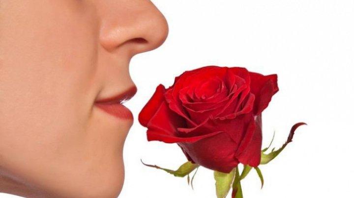Bine de știut! Cum te laşi de fumat cu mirosul de trandafiri și cel de ciocolată