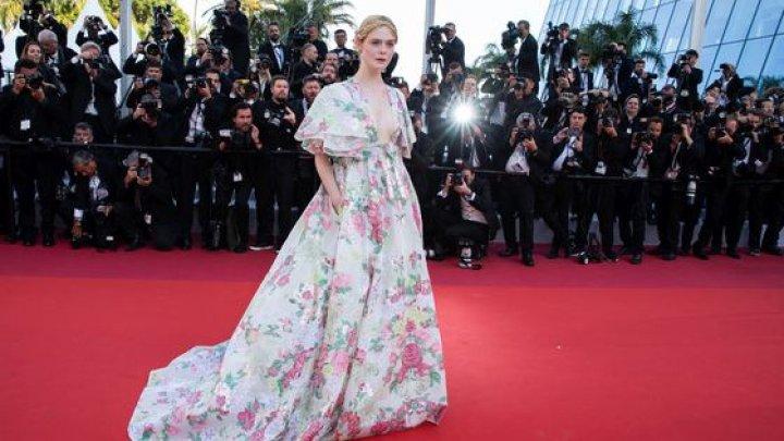 Actriţa americană Elle Fanning, membră a juriului la Festivalul de Film de la Cannes, şi-a PIERDUT cunoştinţa în timpul unui eveniment