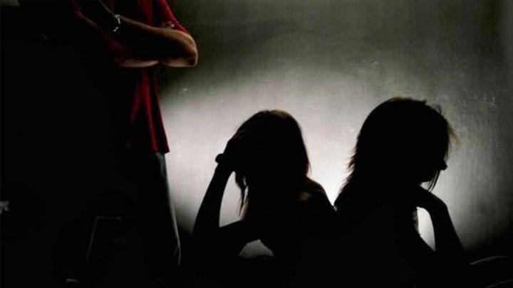 O mamă şi o fiică, impuse să se prostitueze de către un român în Italia. Ce a urmat