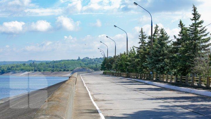 (FOTO) Pericol de inundaţii pentru oraşele Ungheni, Leova şi Cantemir. Lacul Costeşti-Stânca a majorat volumul apei deversate
