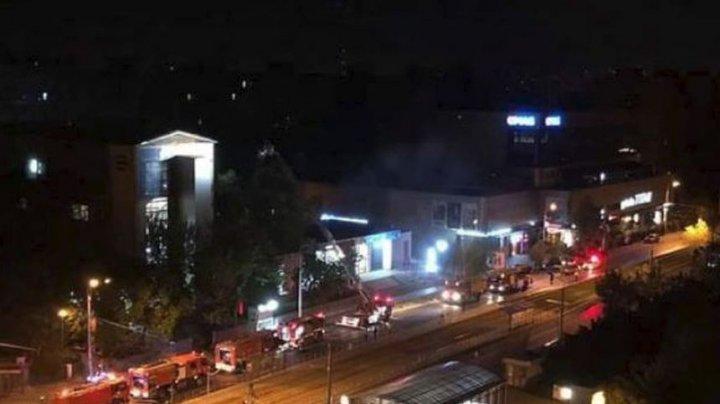 CLIPE DE GROAZĂ la un spital privat CUPRINS DE FLĂCĂRI. Patru maşini de pompieri au sosit la faţa locului