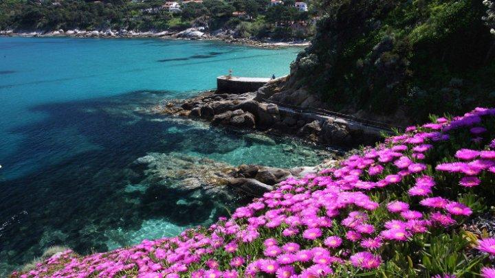 Metodă interesantă de a atrage turiştii pe o insulă din Italia. În ce condiţii se oferă cazare gratuită