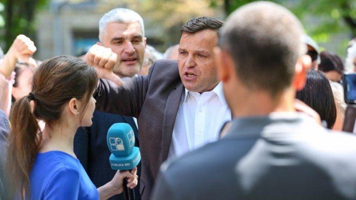 Andrei Năstase a folosit, din nou, un limbaj obscen şi a fost agresiv cu echipa PUBLIKA TV