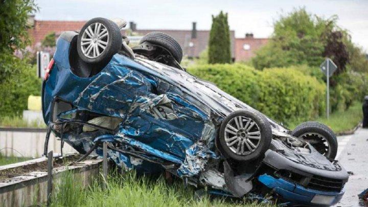 IMAGINI DE GROAZĂ în urma unui ACCIDENT în Germania. Şoferul unui automobil a intrat cu VITEZĂ NEBUNĂ într-un TIR (FOTO)
