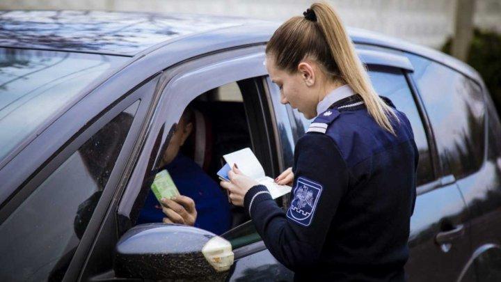 Trei moldoveni s-au ales cu procese verbale şi au rămas fără permise de conducere la frontiera de stat