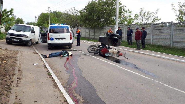 Accident îngrozitor la Sadova. Un tânăr a murit, după ce motocicleta pe care se afla s-a tamponat cu un automobil (FOTO)