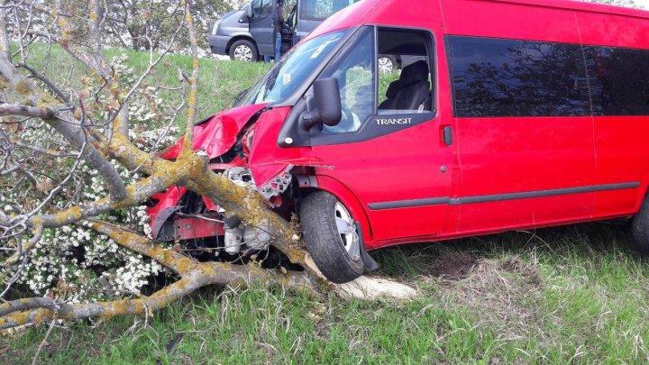Accident GRAV la Hâncești. Două mașini au fost făcute zob, după ce s-au ciocnit violent (FOTO)