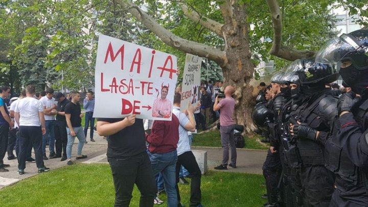 Mesaj pentru lidera PAS: Maia, lasă-te de Andrei! (FOTO)