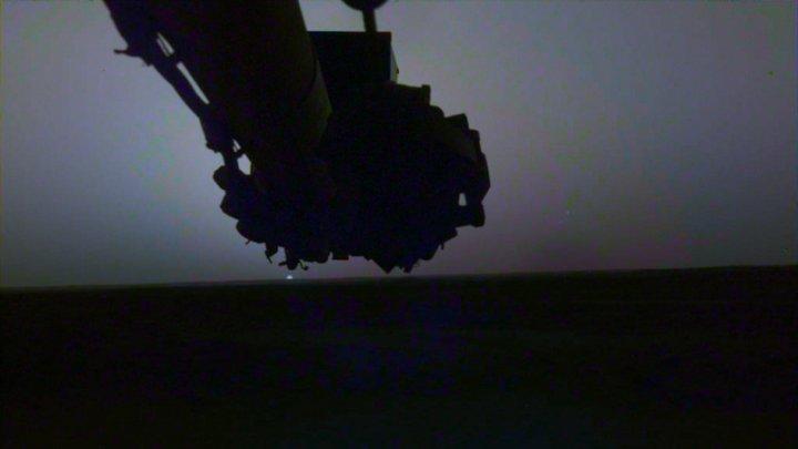 Sonda InSight a NASA a surprins în imagini un răsărit şi un apus văzute de pe Marte