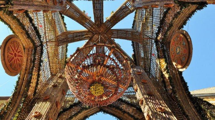 Catedrală făcută din pâine, cereale și paste. Unde se află aceasta și cum se construiește