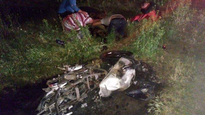 Viteza l-a băgat în mormânt, iar o adolescentă a ajuns la reanimare. ACCIDENT MORTAL în raionul Căuşeni (FOTO)