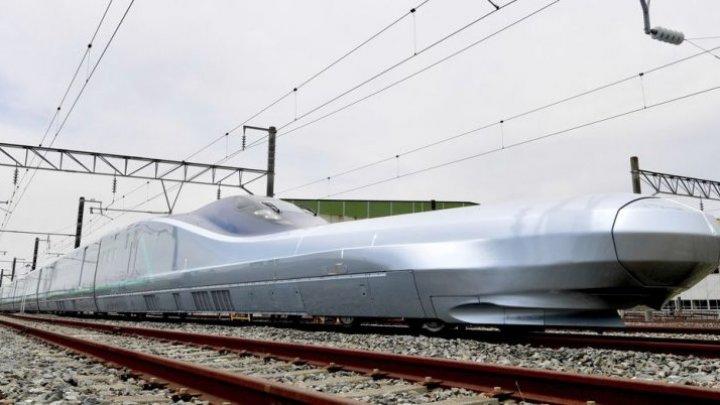 Japonia vrea să întreacă China. A început să testeze cel mai rapid tren-săgeată, capabil să atingă viteze de până la 400 km/h