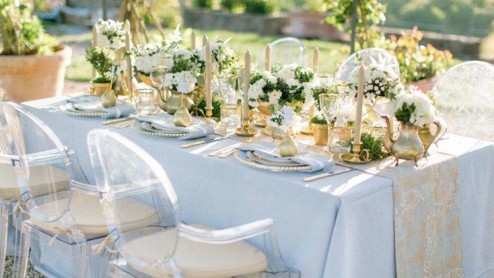 Sfârşitul postului Paştelui dă startul sezonului de nunţi. Anul acesta în vogă este decorul cu motive geometrice