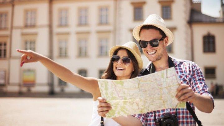 Reguli de politețe care îi induc în eroare până și pe cei mai umblați turiști