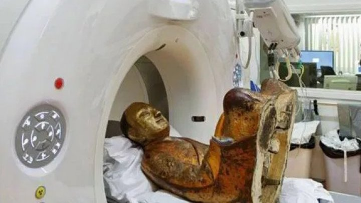 Ce au găsit oamenii de ştiinţă când AU SCANAT o statuie