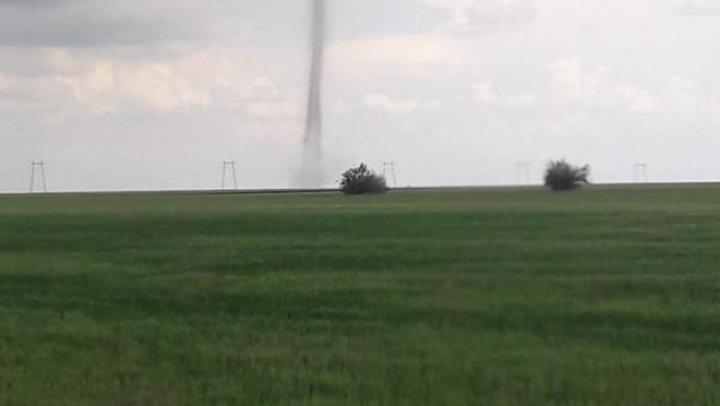 Fenomen spectaculos! O nouă tornadă s-a format în România