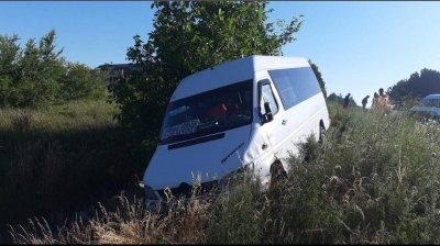 Un microbuz cu pasageri de pe ruta Cobîlea-Chișinău, implicat într-un ACCIDENT pe şoseaua Orhei-Rezina