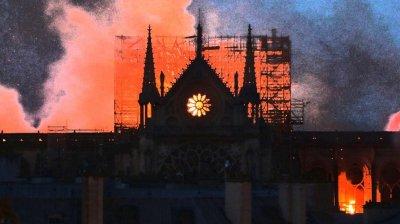 Arhiepiscopul Parisului a oficiat slujba religioasă la catedrala Notre Dame de Paris
