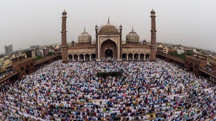 Daruri şi mese îmbelșugate: Musulmanii din întreaga lume sărbătoresc încheierea Ramadanului