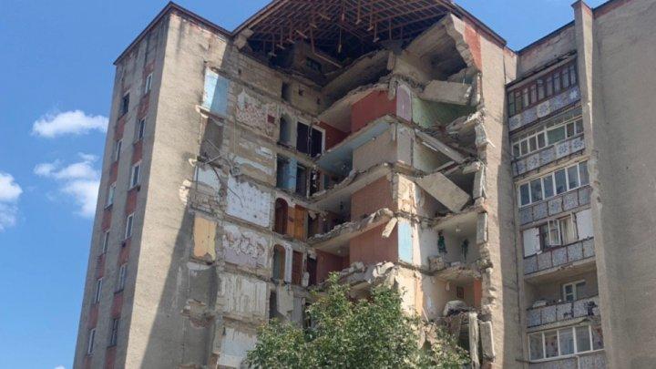 IMAGINI CUTREMURĂTOARE. Cum arată blocul prăbușit de la Otaci (FOTO/VIDEO)