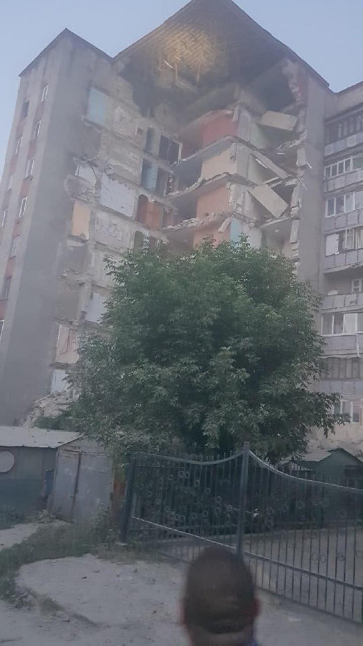 CLIPE DE GROAZĂ la Otaci. Un bloc de locuit de nouă etaje s-a prăbușit sub ochii locuitorilor (VIDEO)