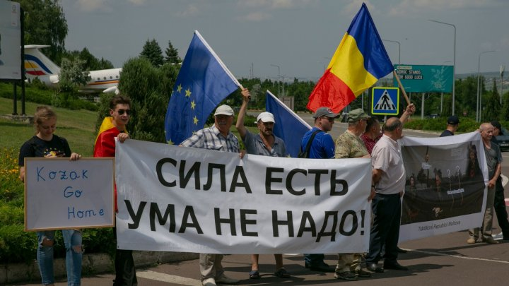 Сreatorul alianței Kozak ACUM-PSRM a revenit la Chișinău. Emisarul rus a fost întâmpinată cu proteste