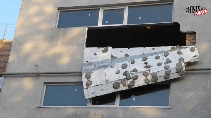 O parte de perete al unui bloc locativ din Capitală S-A DĂRÂMAT (FOTO)