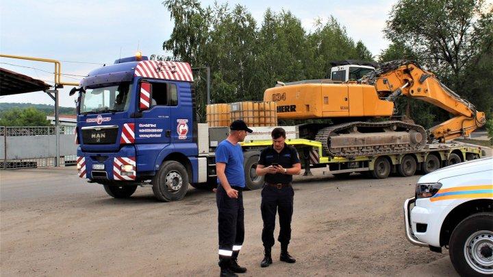 PRĂBUŞIREA BLOCULUI DE LA OTACI. O echipă de specialiștii vor intreprinde lucrări de demolare (FOTO)