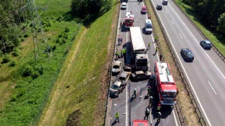 Accident grav cu implicarea unui camion în Polonia. Şase morţi și 11 răniţi