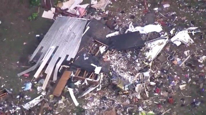 Un avion S-A PRĂBUŞIT peste o casă în SUA. Sunt victime (VIDEO)