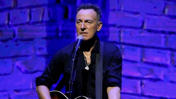 Rockerul american Bruce Springsteen a învins-o pe Madonna în bătălia pentru primul loc în topul britanic