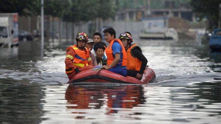 Inundațiile au făcut prăpăd în China. Cel puțin cinci persoane au murit, iar mii de oameni au fost evacuaţi