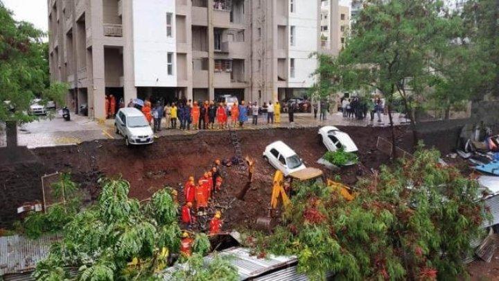 TRAGEDIE: Cel puţin 15 oameni au murit după ce o clădire aflată în construcţie s-a prăbuşit în India