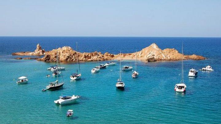 Vrei să pleci în vacanţă? Iată câteva plaje din Europa superbe şi mai puţin aglomerate (FOTO)