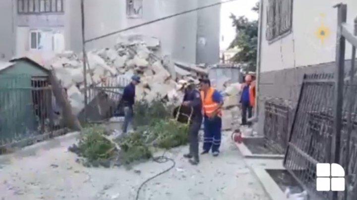 IMAGINI cu lucrările de intervenție a pompierilor în urma prăbușirii blocului de la Otaci (VIDEO)