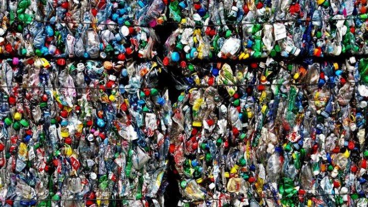 O companie germană susține că poate transforma plasticul în carburant