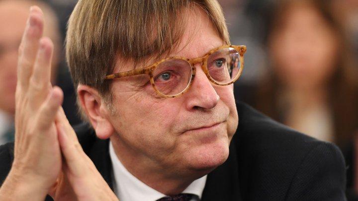 Liderul grupului ALDE din Parlamentul European îndeamnă forţele politice din Moldova să găsească o soluţie prin dialog