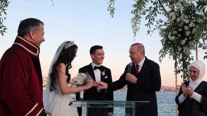 MESUT OZIL S-A CĂSĂTORIT. Preşedintele Turciei Recep Erdogan a fost cavaler de onoare la nunta fotbalistului