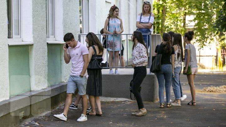 COVID-19: Aproximativ 12 mii de elevi şi părinţi cer anularea examenului de Bacalaureat