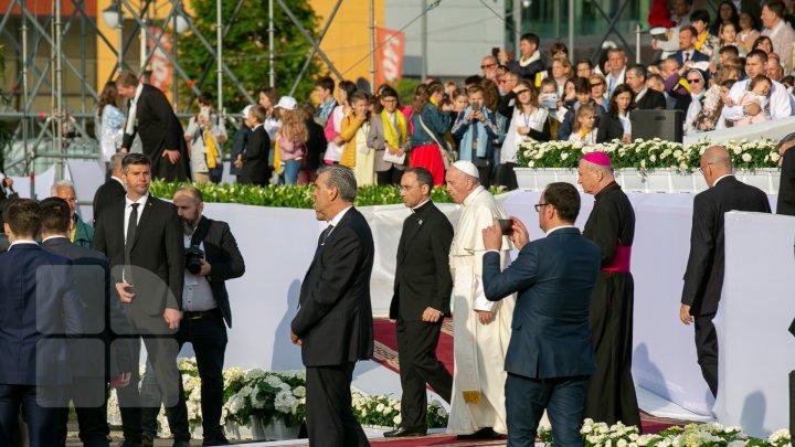 Papa a ajuns la Iaşi. Aproape 150 de mii de persoane l-au întâmpinat pe Suveranul Pontif (FOTOREPORT)
