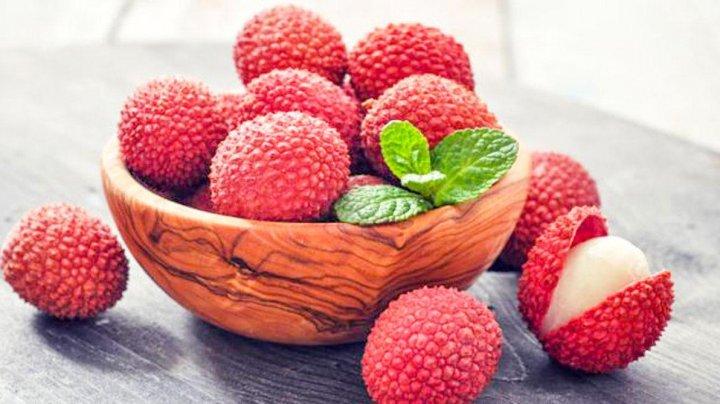 Cel puțin 53 de copii au murit după ce au mâncat fructe de litchi. În ce condiţii devin toxice şi NU trebuie mâncate
