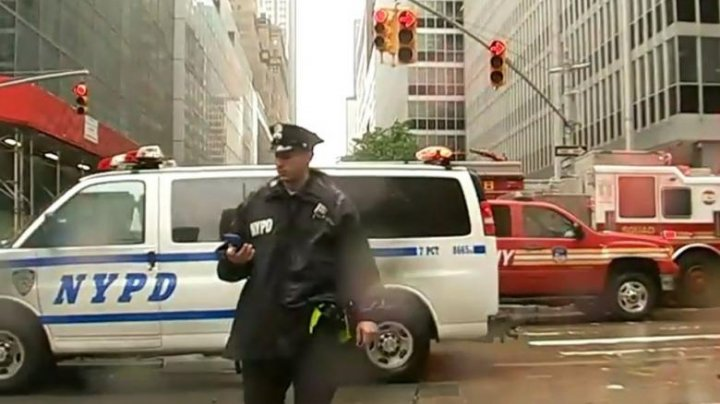 Un elicopter s-a prăbuşit luni peste un imobil din Manhattan