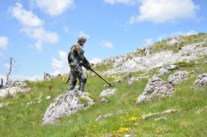 Pacificatorii moldoveni, în acţiune. FOTOREPORT cu ultimele misiuni ale militarilor contingentului KFOR-10 în Kosovo