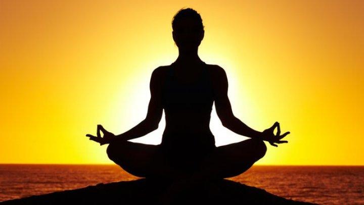 Ziua Internațională a sportului Yoga: Parcul Dendrariu din Capitală s-a transformat într-o sală de sport