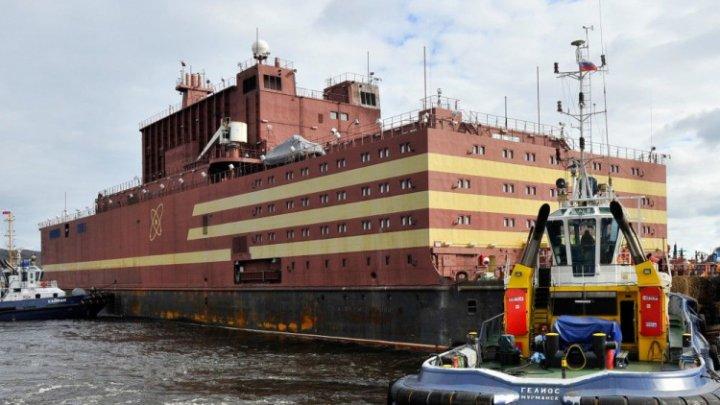 """""""Cernobîlul plutitor"""". Rusia trimite în larg controversata navă Akademik Lomonosov (VIDEO)"""