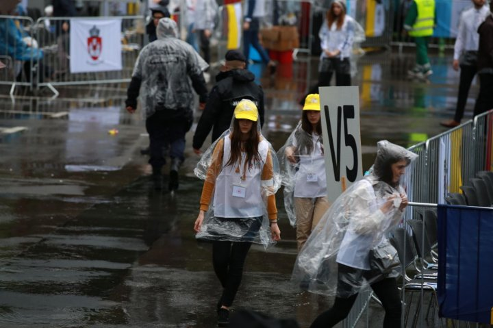 Vreme rea la Iași, acolo unde este așteptat Papa. Plouă cu grindină (FOTO/VIDEO)