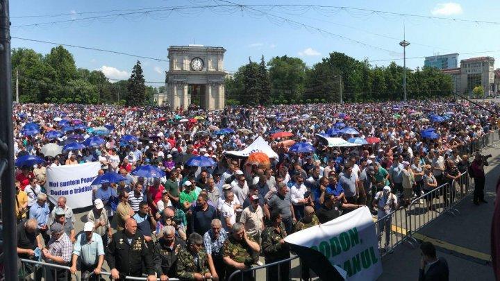 Peste 30 DE MII de oameni s-au adunat în PMAN pentru a apăra Republica Moldova (FOTOREPORT)
