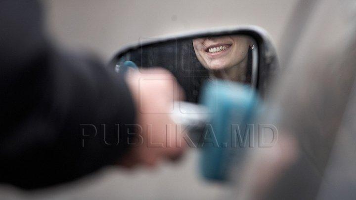 O șoferiță din Uruguay, amendată pentru exces de frumusețe