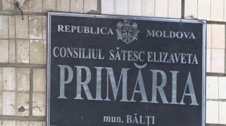 """""""Moldova nu este de vânzare"""". Primarul din satul Elizaveta a semnat Declaraţia pentru apărarea ţării"""